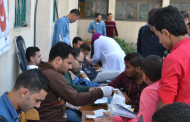 إقبال الطلاب على المشاركة في حملة التبرع بالدم بالكلية